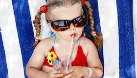 Little girl in bikini article