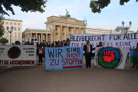 Berlin  3.6.16 roma protest3 article