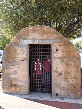 Pioneer jail on historic main street in grapevine %281%29 article