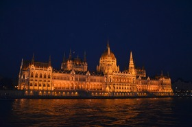 Budapest parliament b article