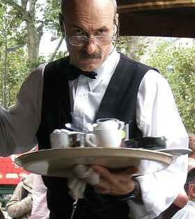One french waiter1 article