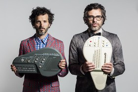 Flightoftheconchords 2016 promo 01 mattgrace 2250x1500 300 %281%29 article