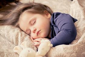 Girl sleeping header 1200x800 article