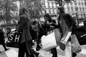 Paris shopping article