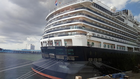 Koningsdam in port photo %c2%a9 2016 k.d. leperi article