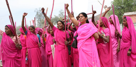 Gulabi gang protest photo by torstein grude article