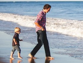 M fatherandchildbeach none 456x350 450x345 article