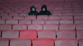 Emirates stadium fans watching 696x390 article