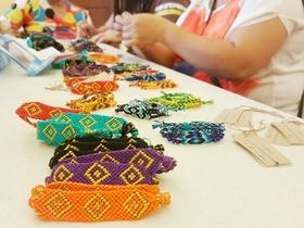 Bracelets article