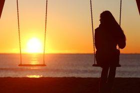 Singlewomanaloneswinging 426873 1200x800 article