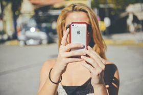 Jeune femme telephone cellulaire 846x564 article