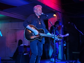 Joe ely plays gruene hall article