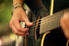 Guitar hands article
