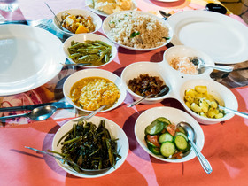 20140802 sri lankan food rice and curry spread naomi tomky article