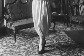 Hobble skirt article