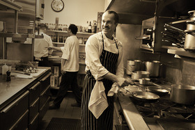 Wincourtchef in kitchen 54 990x660 201404251943 article