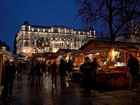 53da8cff6dec627b149f2336 1 christmas market vorosmarty square budapest hungary david lyon alamy article