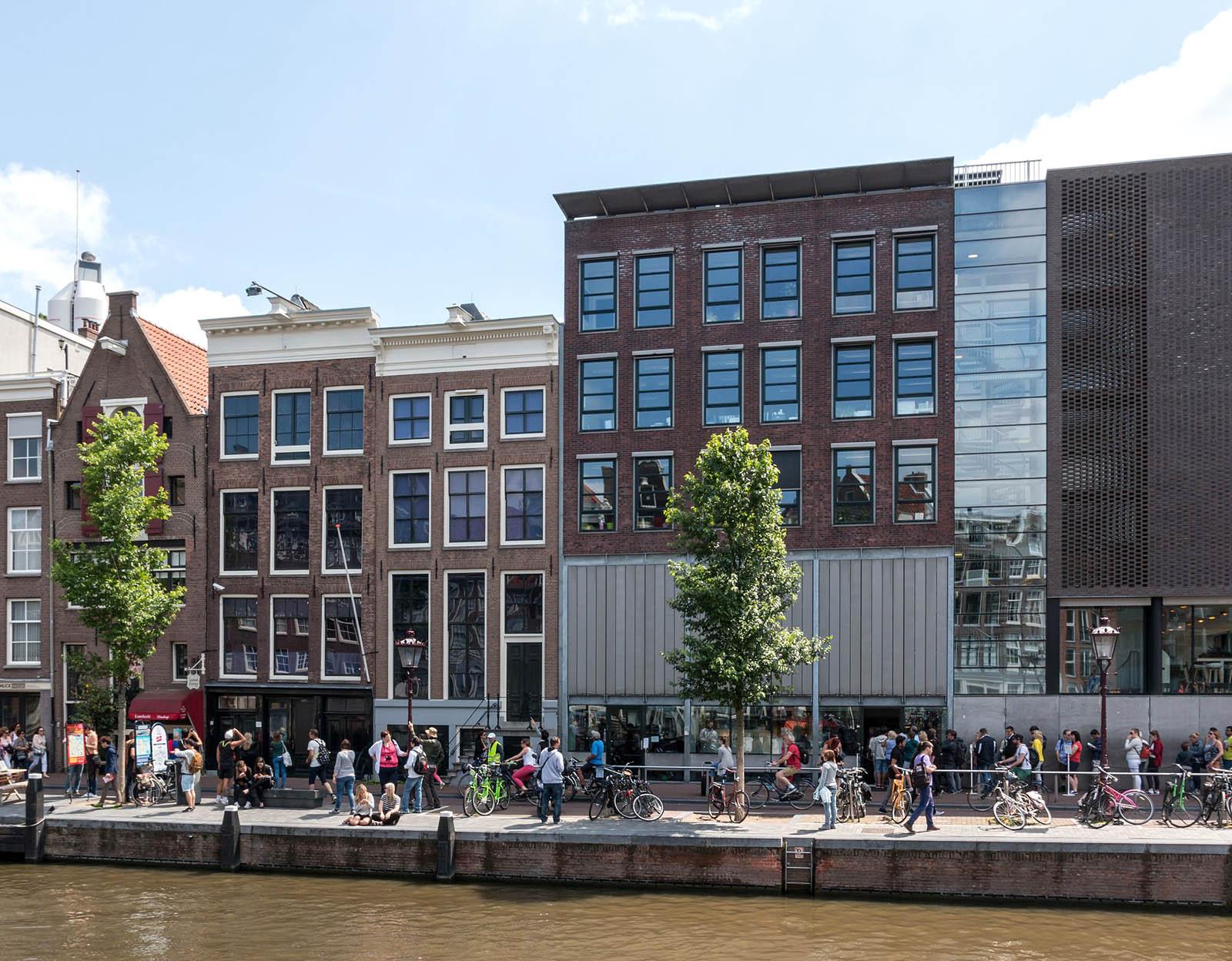 2048px-Amsterdam_%28NL%29__Anne-Frank-Huis_--_2015_--_7185.jpg?1537459809