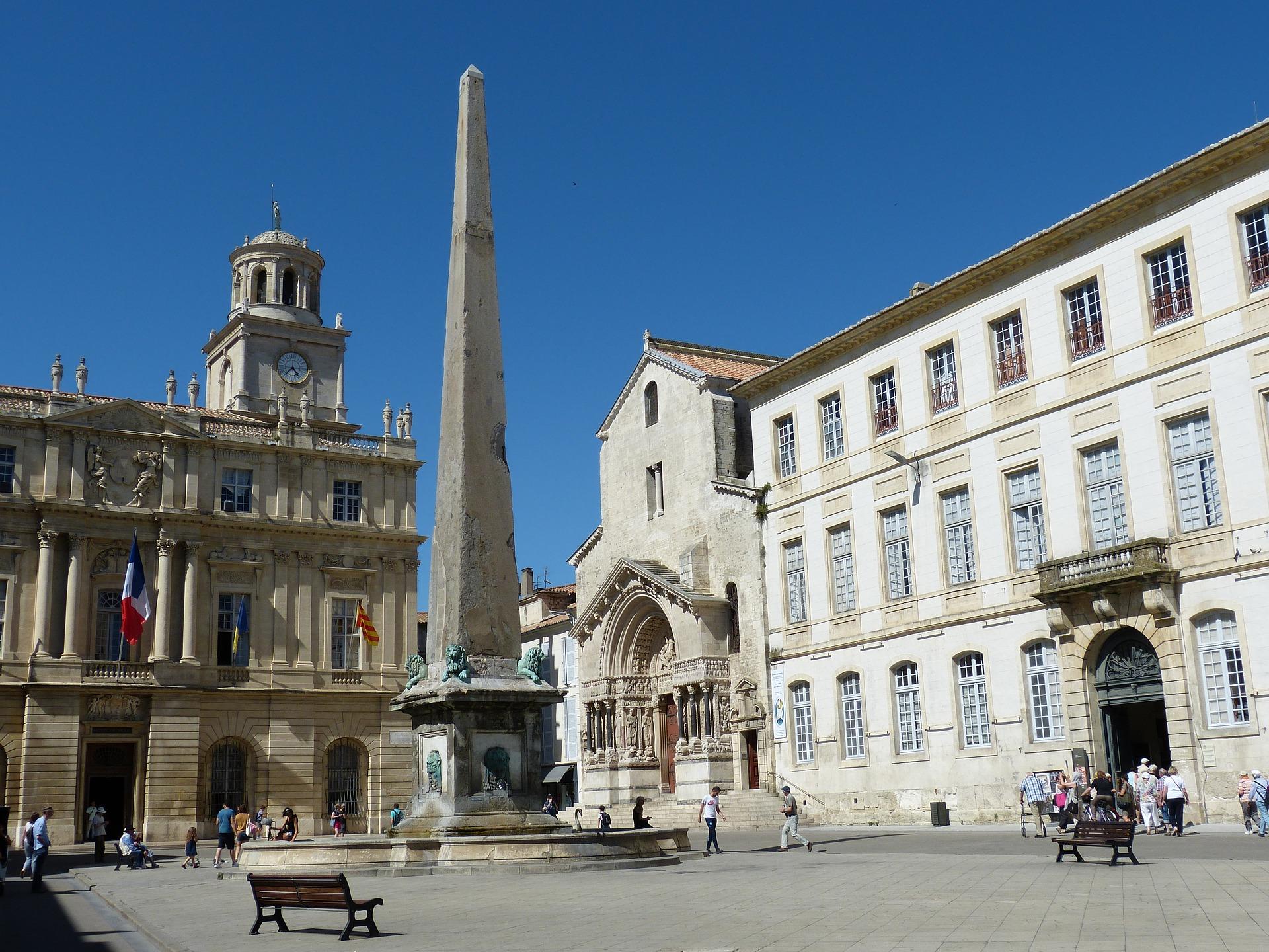 Place_de_la_R%C3%A9publique_Arles.jpg?1542115315