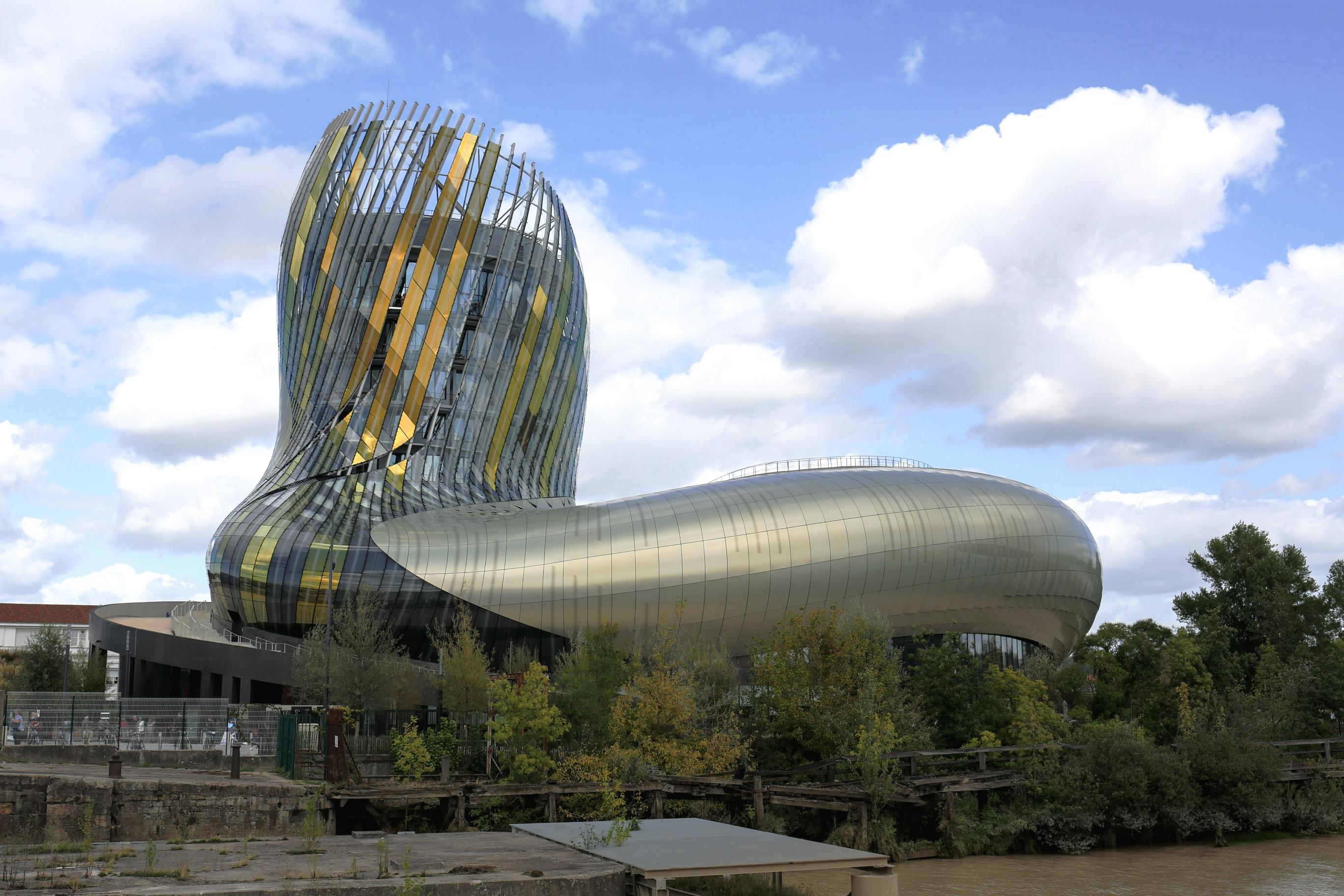 Bordeaux_cit%C3%A9_du_vin_Godenehler_CC_BY_SA_4.0.jpg?1542874702