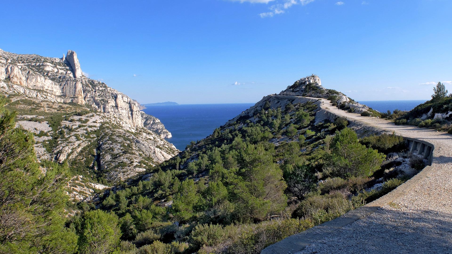Calanques_Marseille_Shutterstock.jpg?1543407451