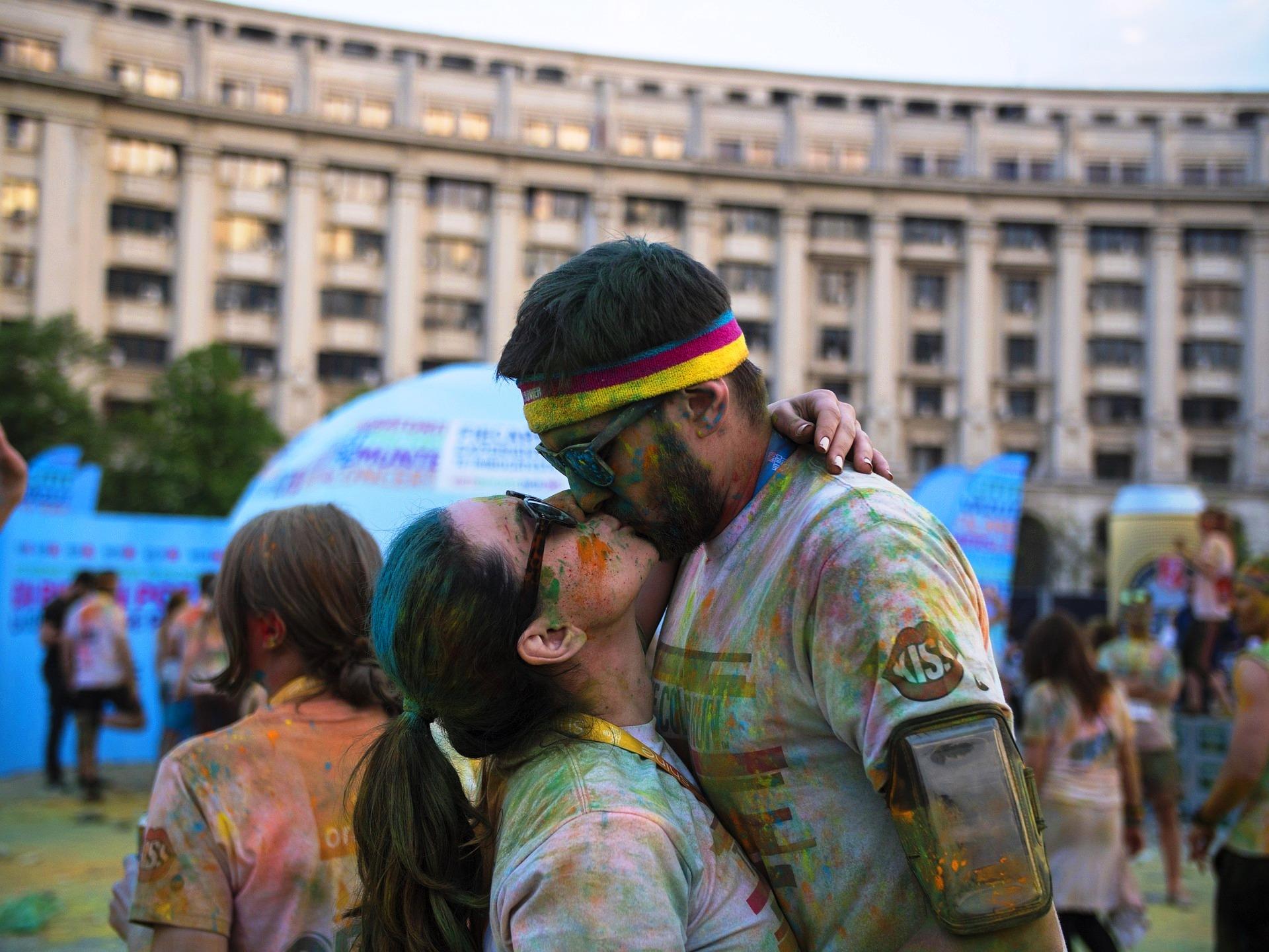 kiss-742229_1920.jpg?1543411378