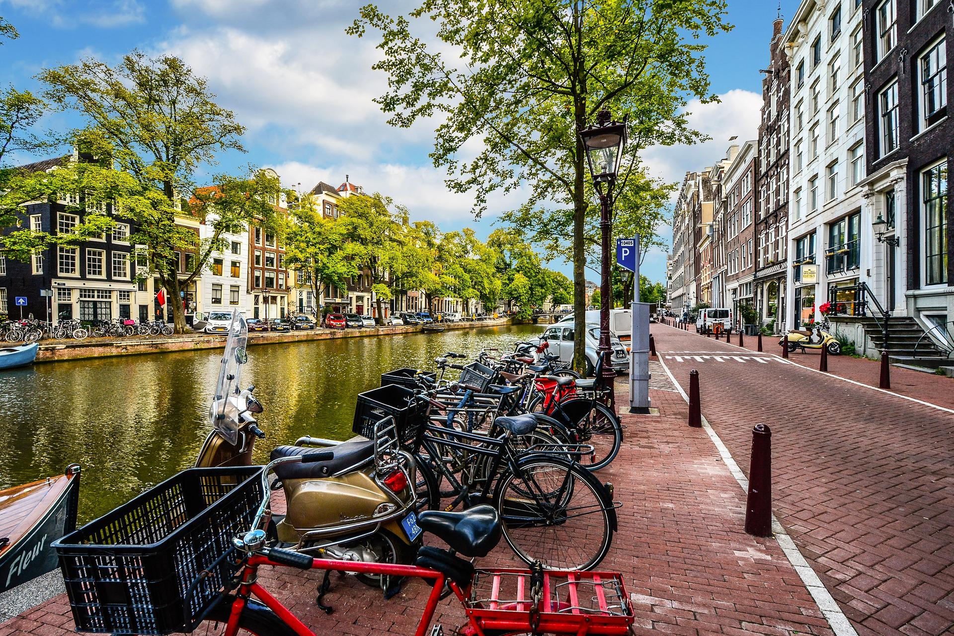 Bike_Amsterdam_CC0.jpg?1544788098