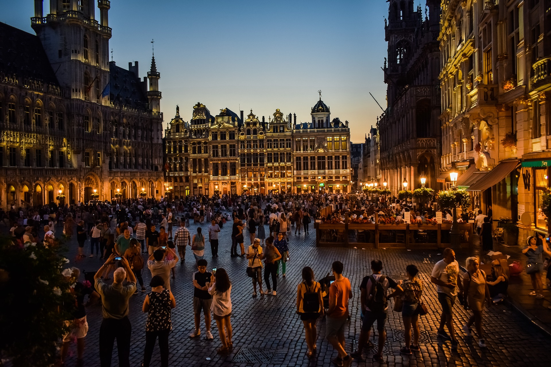 Bruxelles_by_night_CC0.jpg?1544789064
