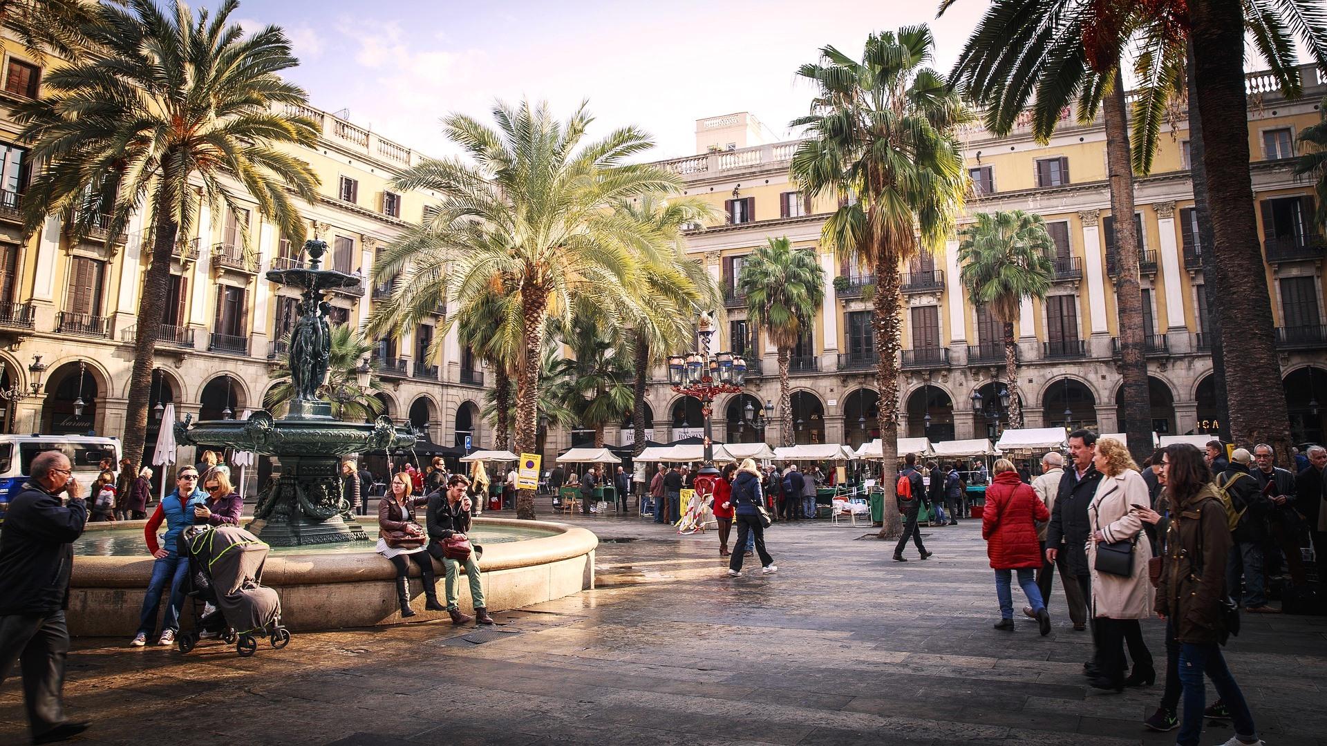 Placa_Reial_Barcelone_CC0.jpg?1544810495