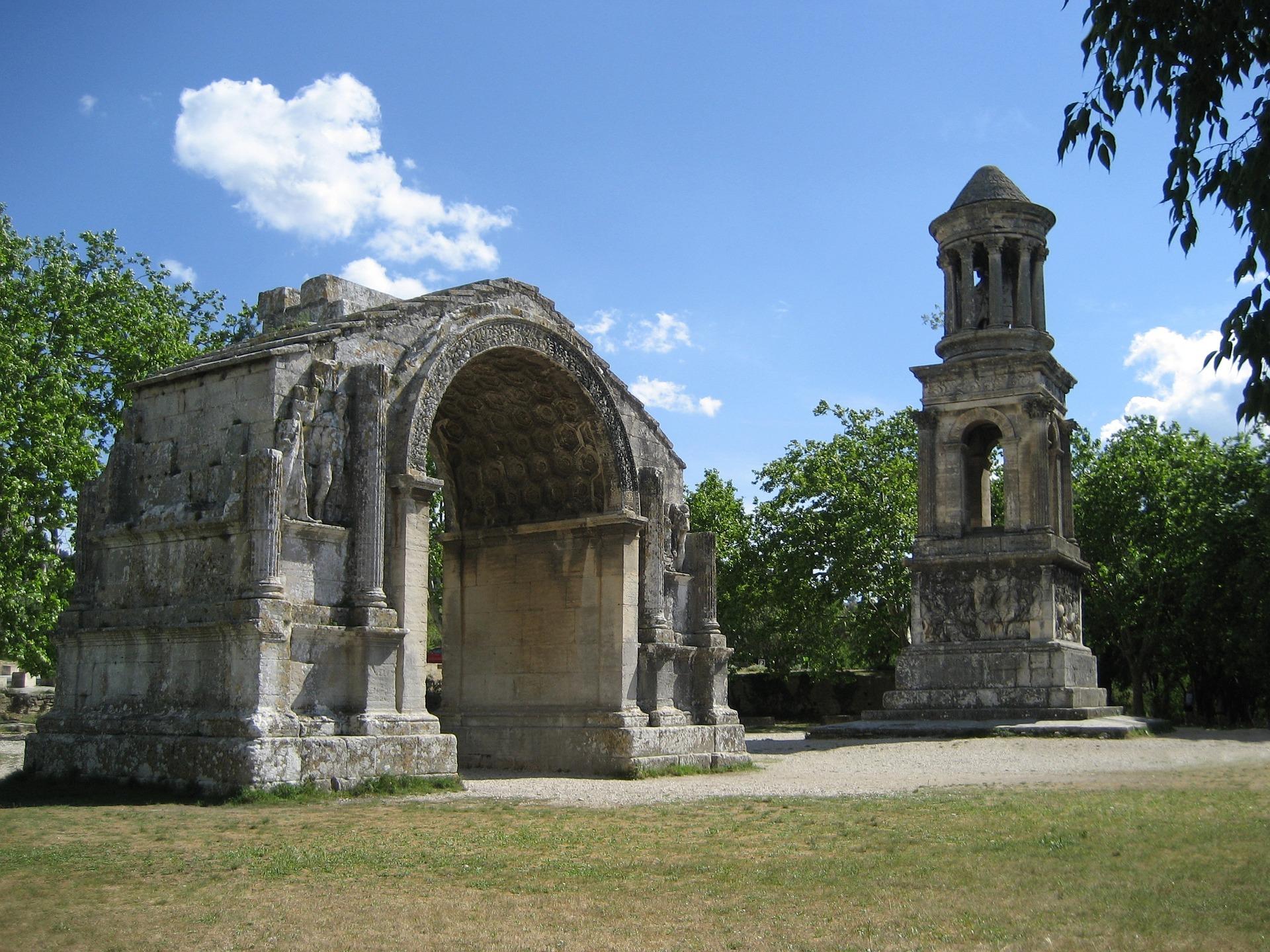 Saint-R%C3%A9my-de-Provence_CC0.jpg?1545127363