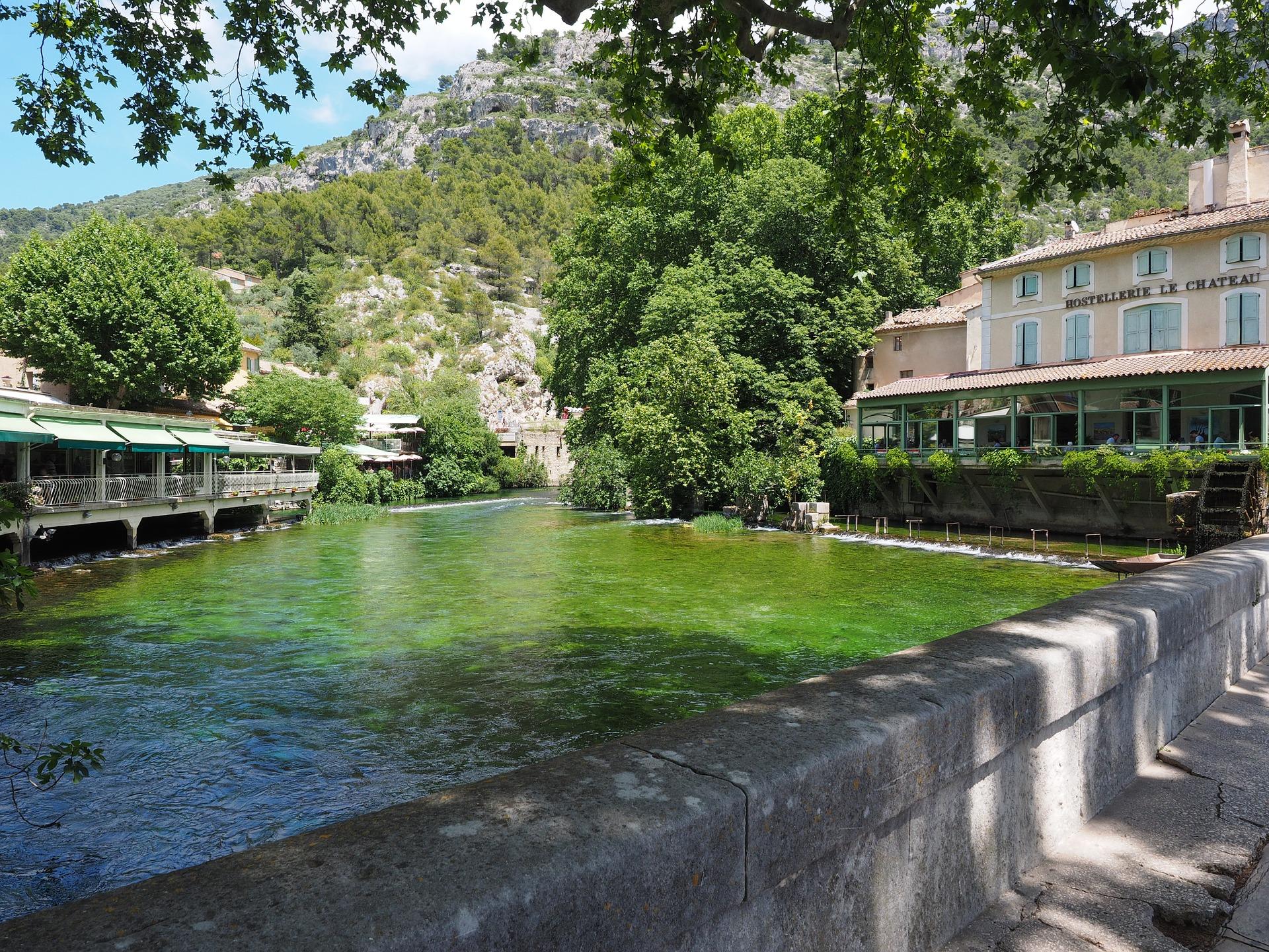 Fontaine_de_Vaucluse_CC0.jpg?1545127520