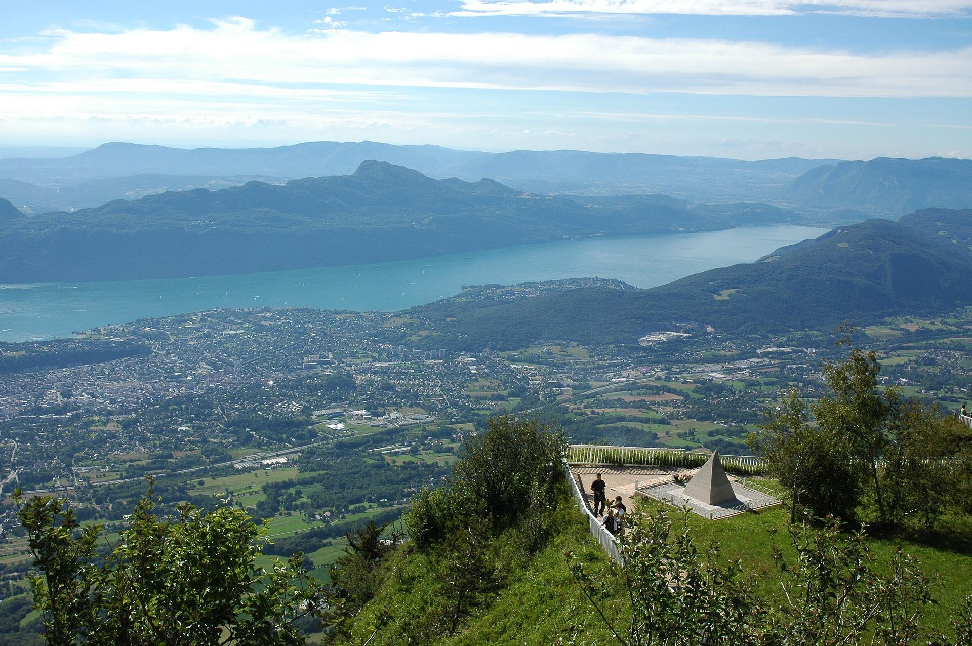 Aix-les-bains_lac_du_Bourget_CC0.jpg?1545557710