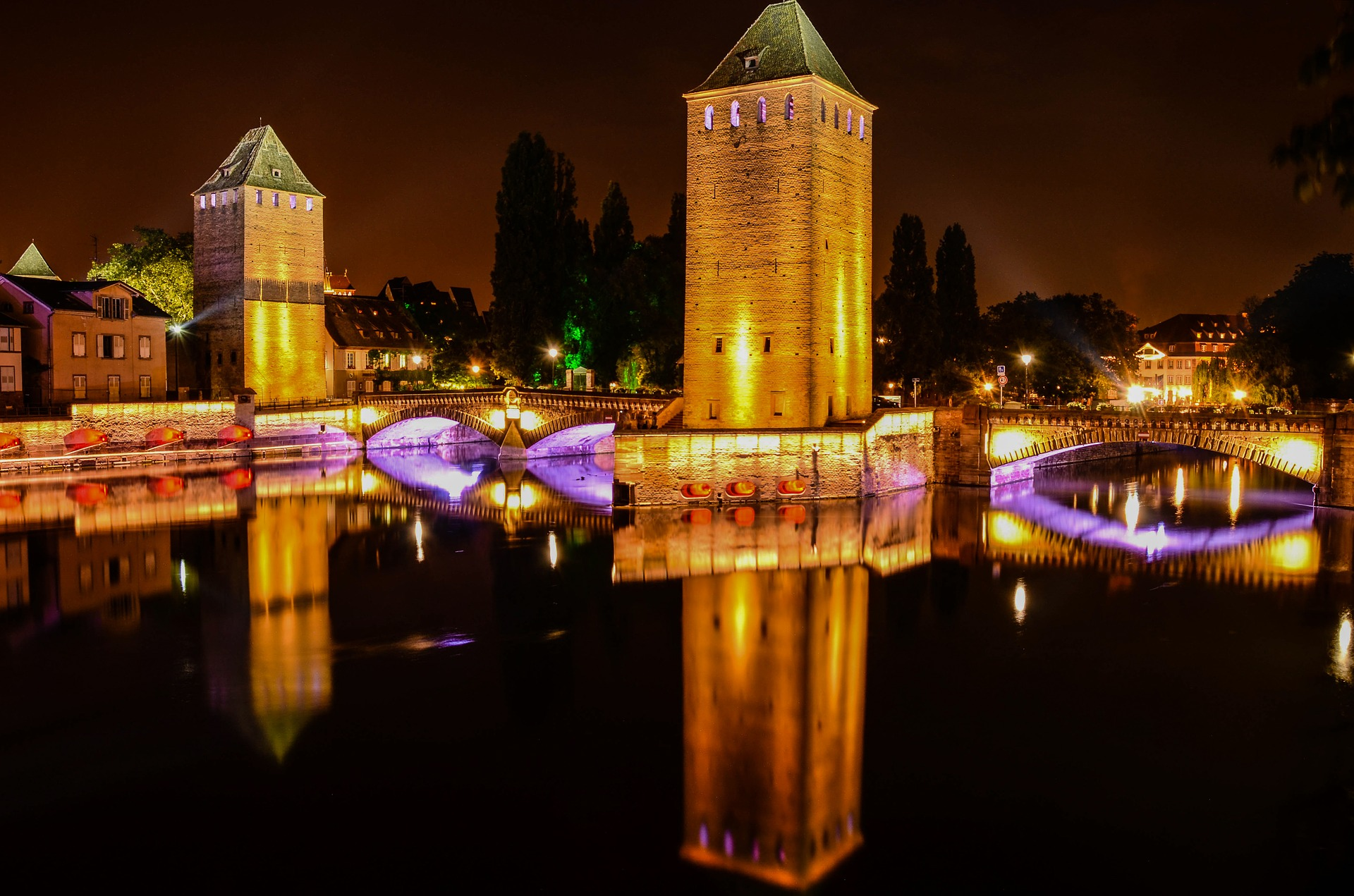 Strasbourg_by_night_CC0.jpg?1545665691