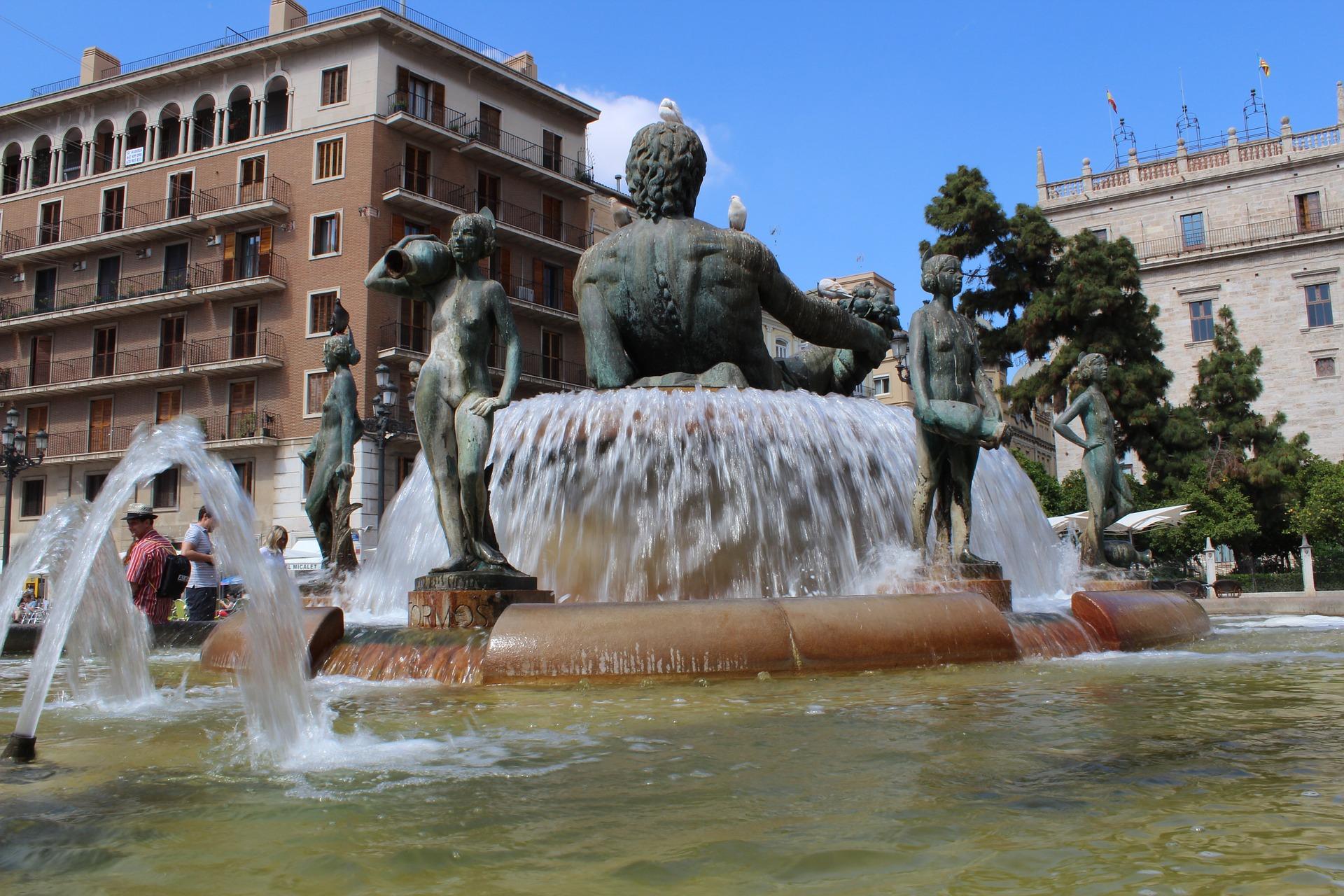 Valence_Place_de_la_Vierge_CC0.jpg?1545735660