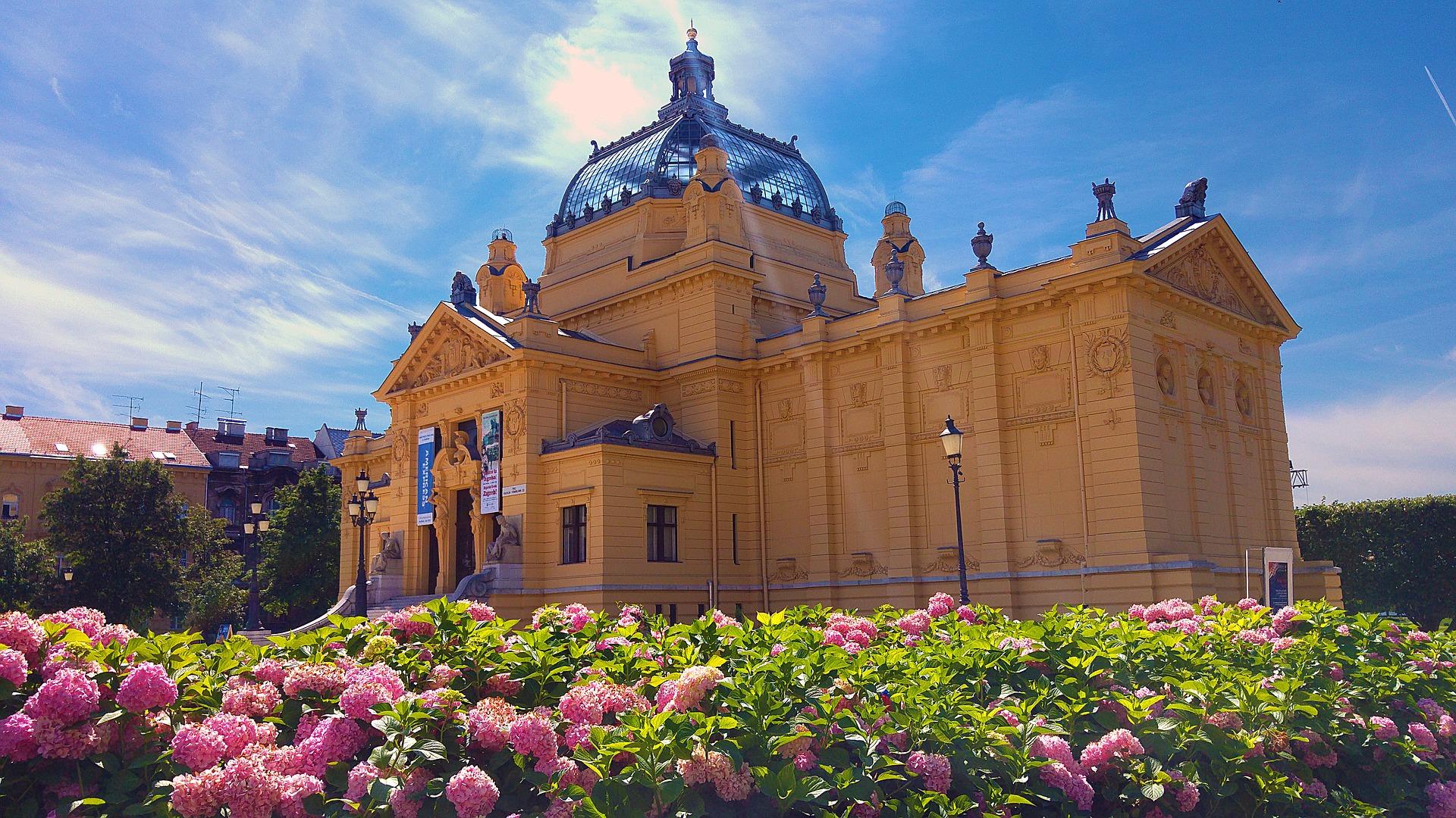 Zagreb_pavillon_des_arts_CC0.jpg?1545742454