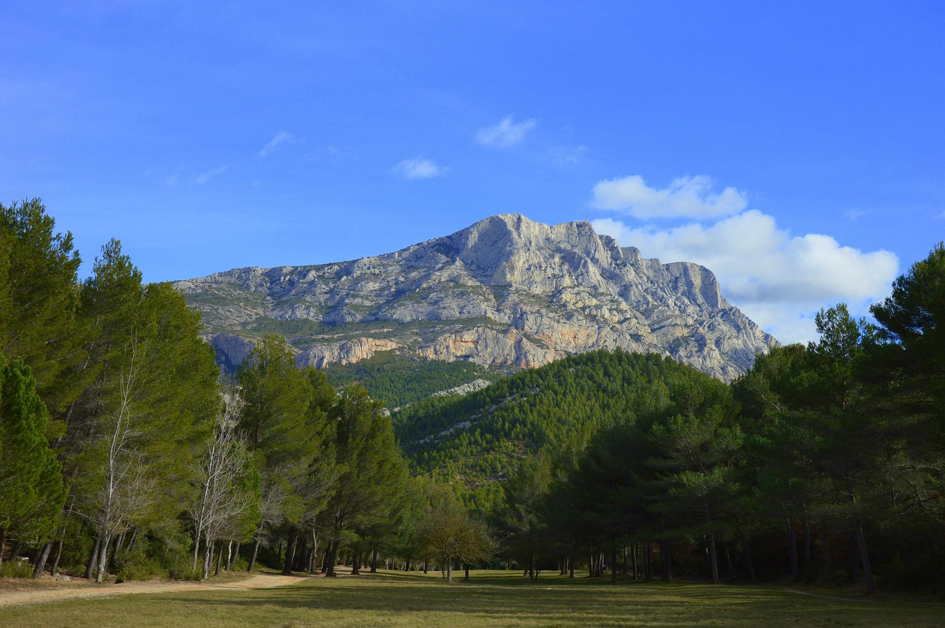 Montagne_Sainte_Victoire_Aix_en_Provence_CC0.jpg?1545812036