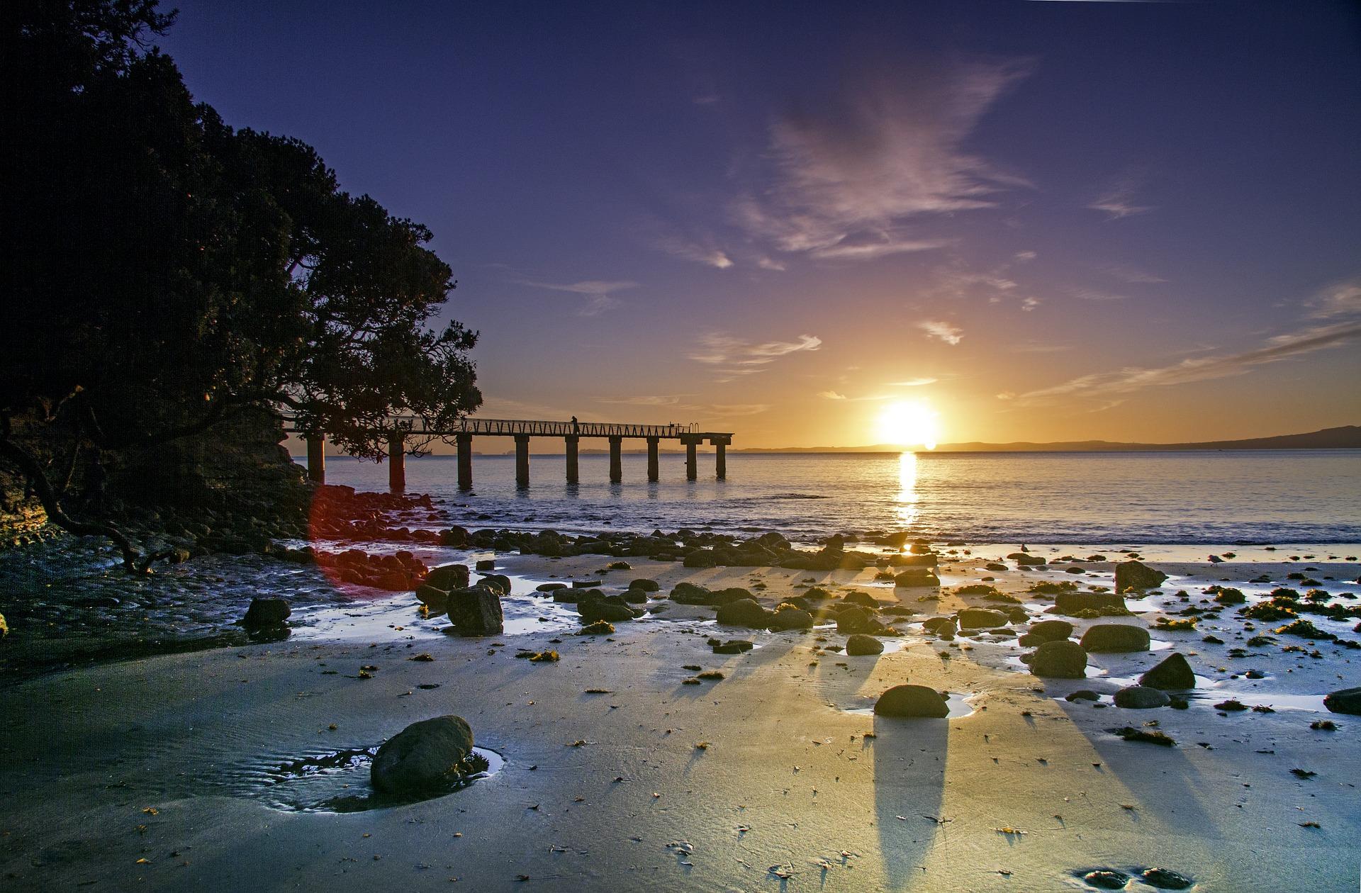 Lever_de_soleil_%C3%A0_Auckland_CC0.jpg?1545815605