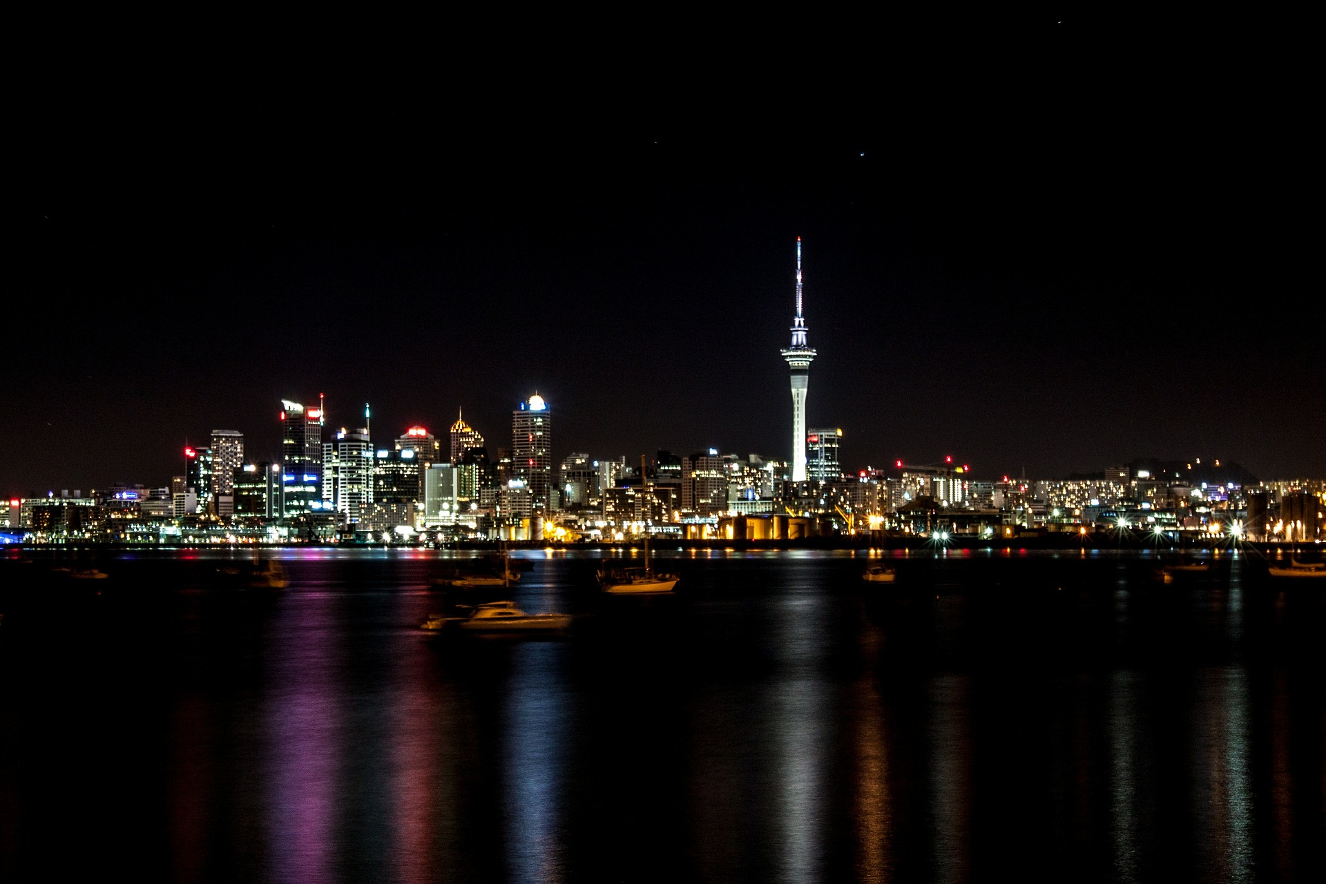 Auckland_by_night_CC0.jpg?1545815650