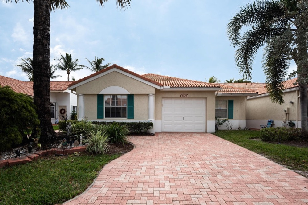 Home for sale in Kings Point, Delray Beach