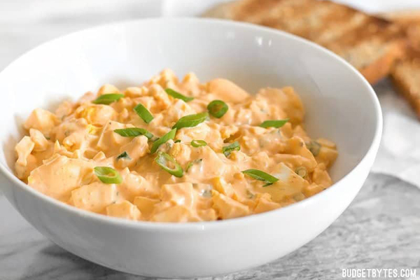 leftover-hard-boiled-egg-recipes-sriracha-salad