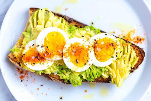 leftover-hard-boiled-egg-recipes-avocado-toast