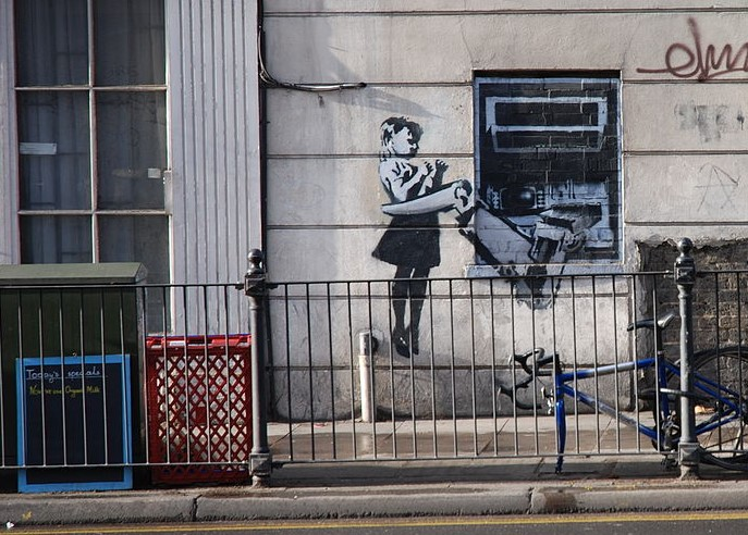 1200px-Banksy_Girl_ripping_out_ATM_%282%29.jpg?1554755362