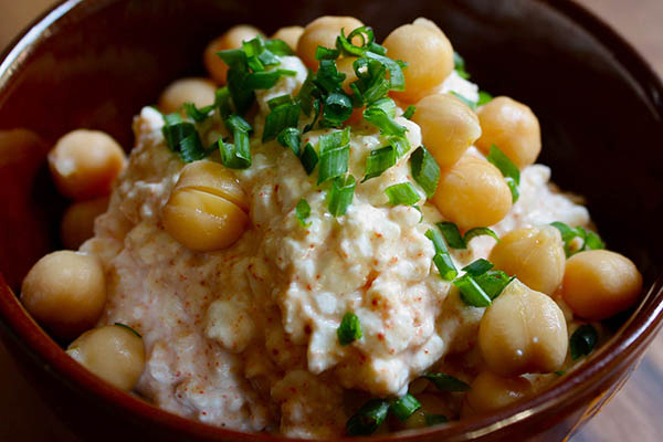 Cottage Cheese and Chickpeas with Chili Powder Recipe