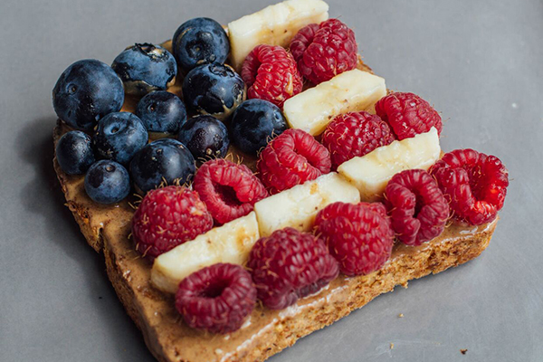 Peanut Butter Banana and Berry Toast Recipe