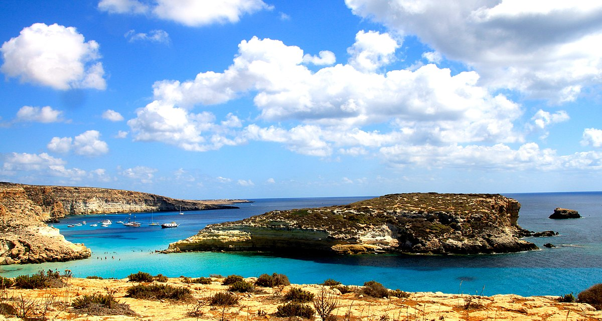 1200px-Isola_dei_Conigli_a_Lampedusa.jpg?1558687334