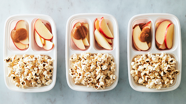 Vegan Meal Prep - Snack with apples and popcorn