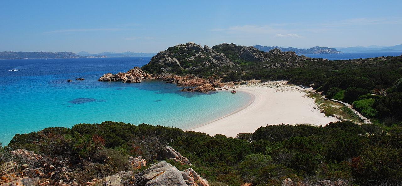 1280px-Spiaggia_rosa__isola_di_budelli__sardegna.jpg?1560354421