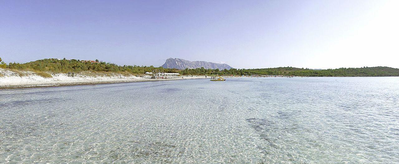 1280px-Cala_Brandinchi__Sardaigne_-_panoramio.jpg?1561477177