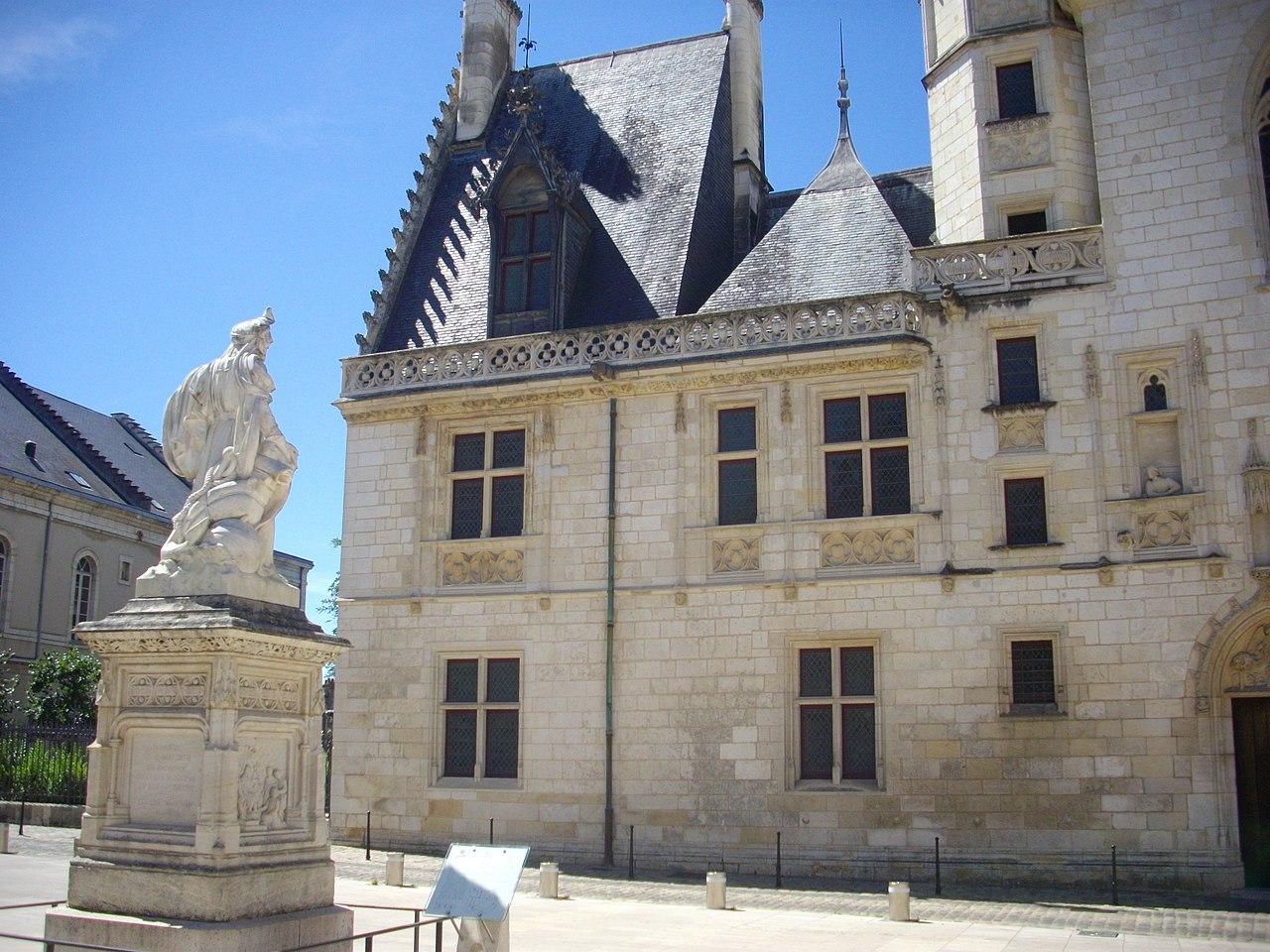 Bourges_Palais_Jacques_Coeur_CC.jpg?1567763031