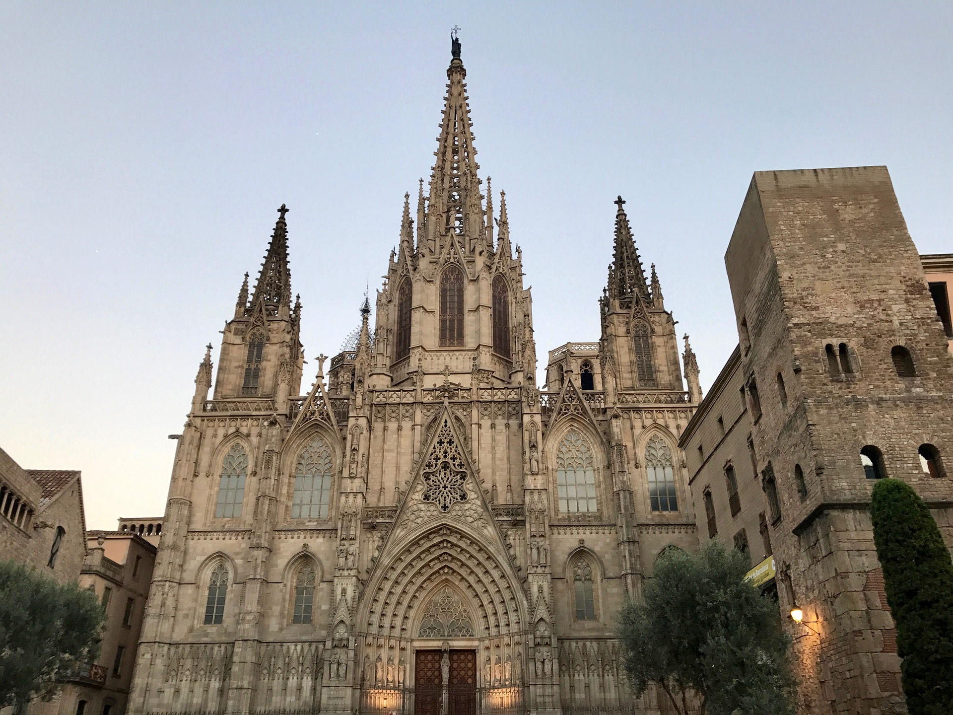 cathedral-2613670_1920.jpg?1567771321